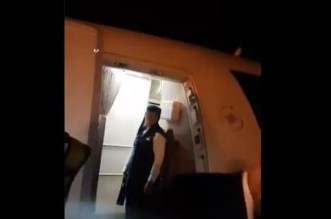 راكب يرفض التفتيش على باب الطائرة.. والخطوط السعودية تعلق - المواطن