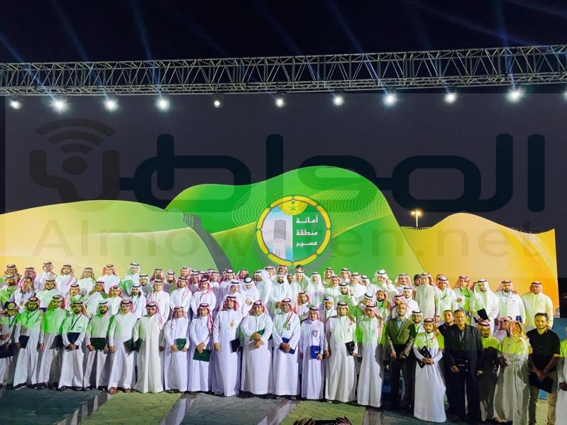 الحميدي يكرم المشاركين في افتتاح واجهة عسير البحرية