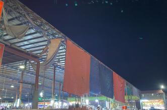 صور.. محلات السوق الشعبي بالدرب تبيع الأغذية وسط القاذورات - المواطن