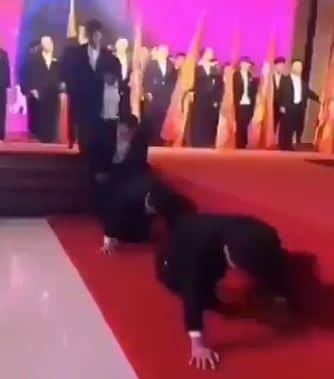مدراء صينيون يعاقبون انفسهم