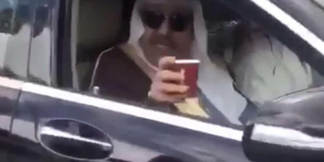 الحسام في عقبة الملك فهد .. اشترى كوبًا من الشاي وحفز الشباب