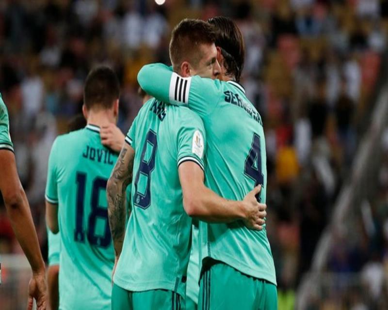 ريال مدريد يعبر فالنسيا وينفرد بالصدارة - المواطن