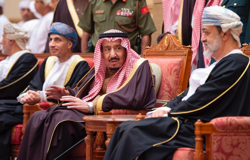 الملك سلمان يعزي في وفاة السلطان قابوس