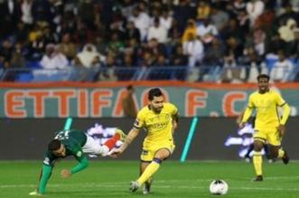 بيتروس يسيطر على الكرة بلقاء الاتفاق ضد النصر