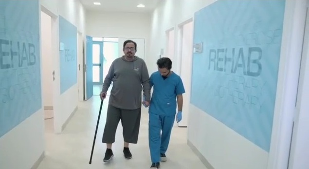 فيديو.. مواطن دخل مركز جامعة المجمعة للتأهيل على كرسي وخرج ماشيًا