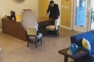 مسن أمريكي يطلق النار على رجل بسبب تسريب المياه - المواطن
