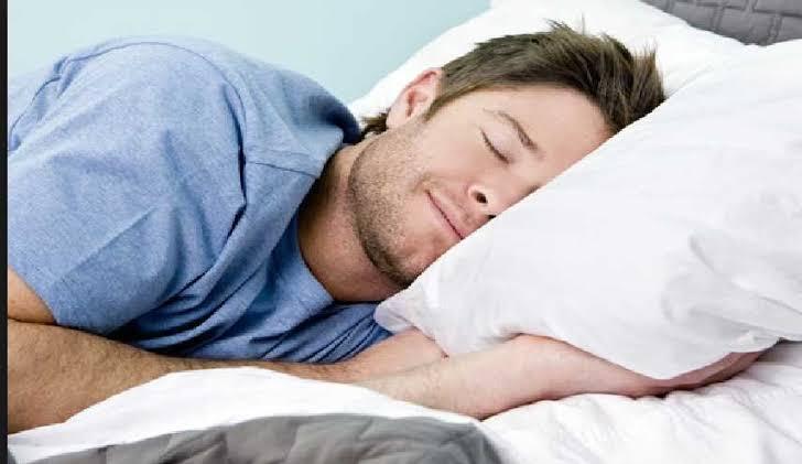 تحذير من خطورة النوم في النهار.. قد يسبب الجلطة