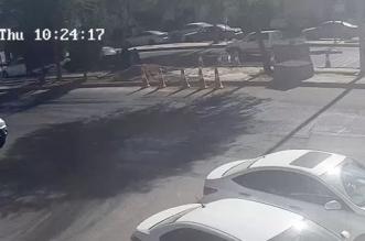 بالفيديو.. رجل أمن ينقذ طفلًا سقط في حفرة بأحد طرق بريدة - المواطن