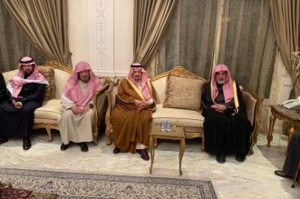 فيصل بن بندر يقدم العزاء لأسرة آل الشيخ - المواطن