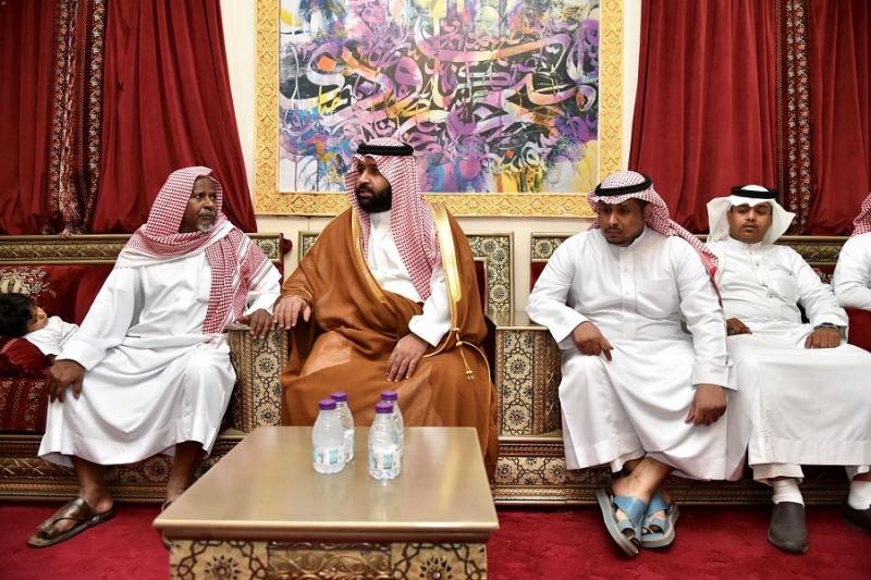 نائب أمير جازان ينقل تعازي القيادة لوالد وذوي الشهيد زربان - المواطن