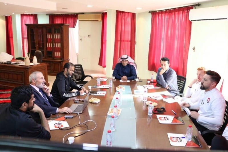 اجتماع ادارة الرائد مع رئيس لجنة الحكام