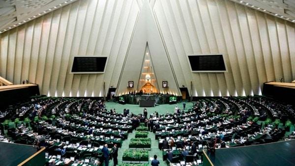 إيران تعلق الدراسة وجلسات البرلمان بعد إلغاء صلاة الجمعة