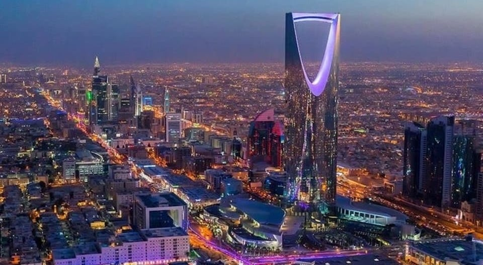 القبض على 6 أشخاص سرقوا مركبات في الرياض