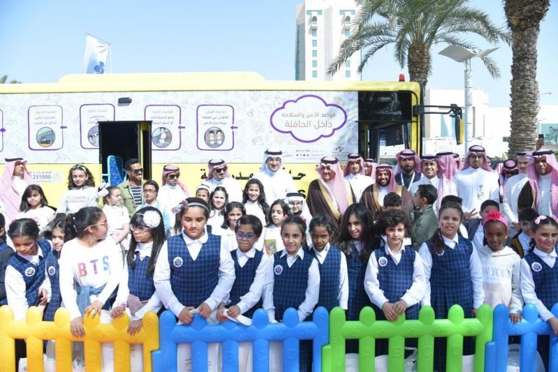 فعاليات توعوية وترفيهية في جناح النقل التعليمي بمعرض السلامة المرورية