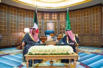 الملك سلمان يبحث مستجدات الأحداث مع رئيس وزراء الكويت