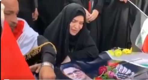 فيديو مؤثر لأم تتحدث بقلب مكسور مع جثمان ابنها الوحيد