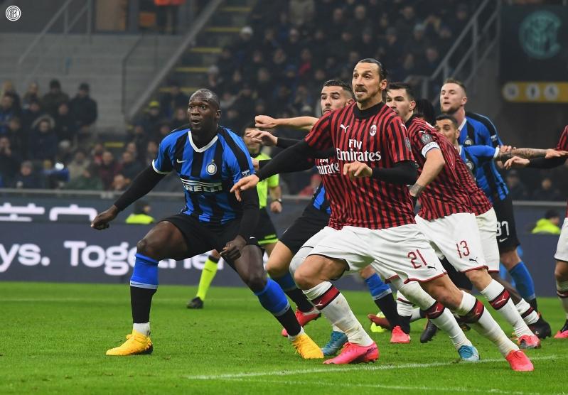 الإنتر يقلبها على ميلان برباعية في الدوري الإيطالي