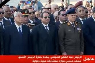 فيديو .. السيسي يتقدم مشيعي حسني مبارك في جنازة عسكرية - المواطن