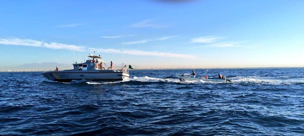 حرس الحدود ينقذ 5 أشخاص تعرض قاربهم للغرق