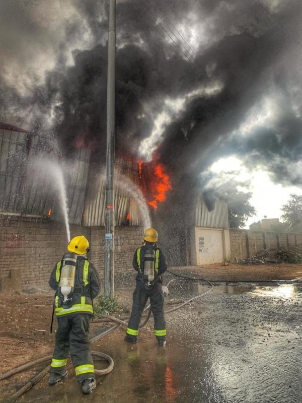 حريق في مستودع بالطائف والمدني يتدخل