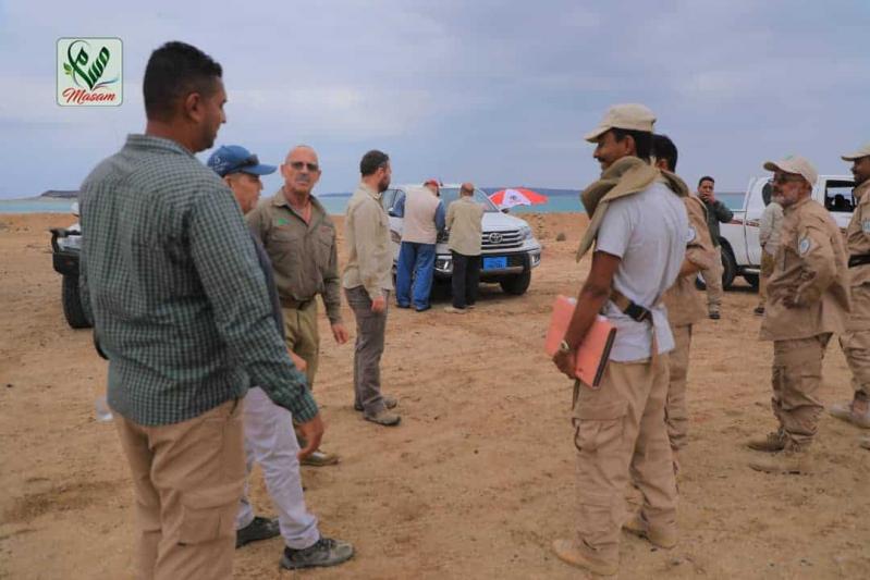 خبراء مسام يتفقدون باب المندب