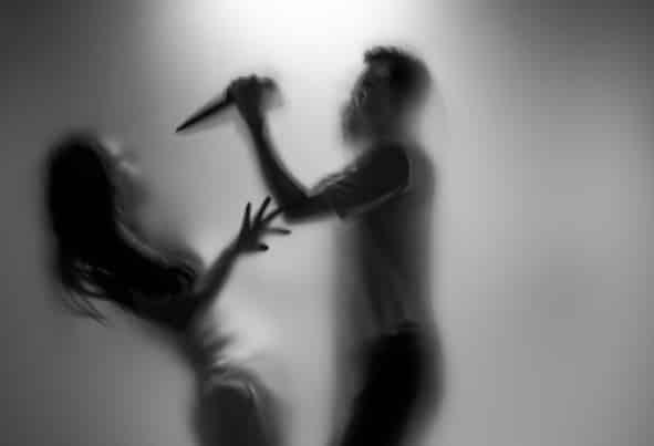 بالفيديو.. ذبح زوجته وتباهى برأسها المقطوع في الشارع