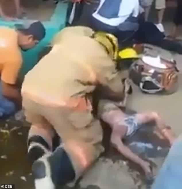 بالصور.. احتضن شقيقته الرضيعة ليحميها من النيران فرحل معها - المواطن