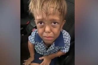 طفل يتعرض للتنمر