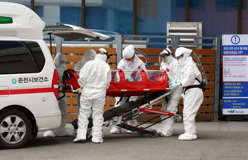 وفاة صيني إثر انتكاسة كورونا يثير الذعر حول إجراءات الوقاية