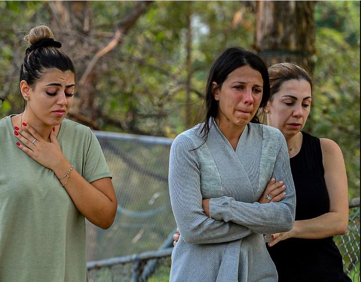 بالصور.. مأساة أم فقدت أطفالها الثلاثة بسبب الأيس كريم