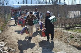 مركز الملك سلمان يوزع 500 حقيبة شتوية في باكستان