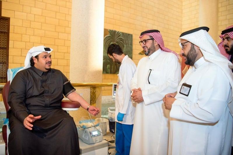 نائب أمير الرياض يدشن حملة 100 يوم للتبرع بالدم