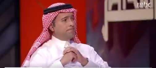 شاهد.. تأثر وزير الإسكان بصورة وأبيات شعرية خطها والده الراحل