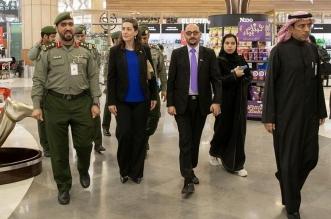 وفد من السفارة الأمريكية يطلع على عمل جوازات مطار الملك خالد - المواطن