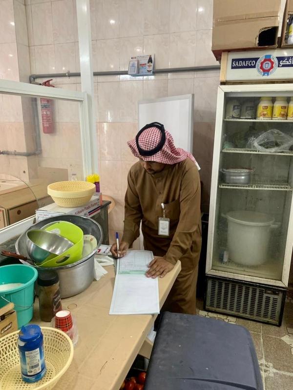 25 مخالفة وإغلاق 7 محلات تجارية في بارق - المواطن