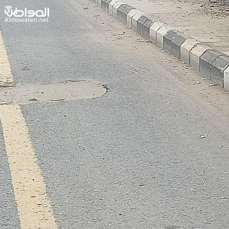 صور.. تصدعات وتشققات تتربص بسالكي الطريق الدولي بصامطة - المواطن