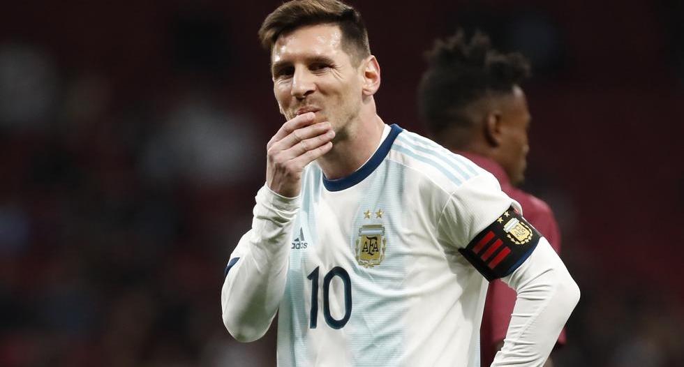 مدرب الأرجنتين: لا يُمكنني تخيل ميسي خارج برشلونة