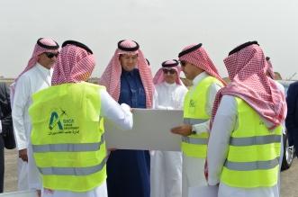 محمد بن عبد العزيز والمنصوري يتفقدان مشروع مطار جازان الجديد - المواطن