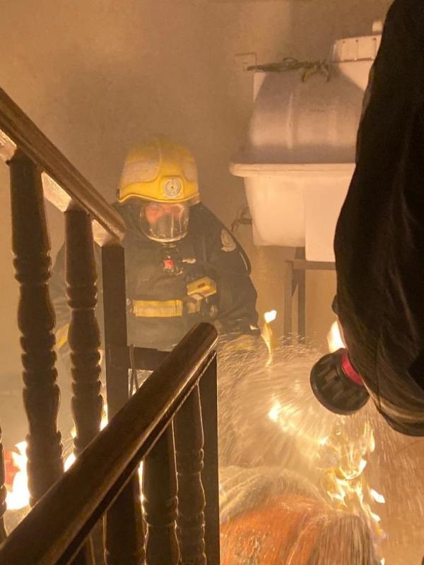صور.. تسرب غاز يشعل حريقًا ويصيب صاحب منزل بعرعر