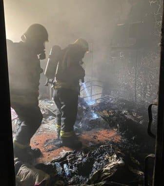 عبث الأطفال يشعل حريقًا في غرفة منزل بأبو عريش