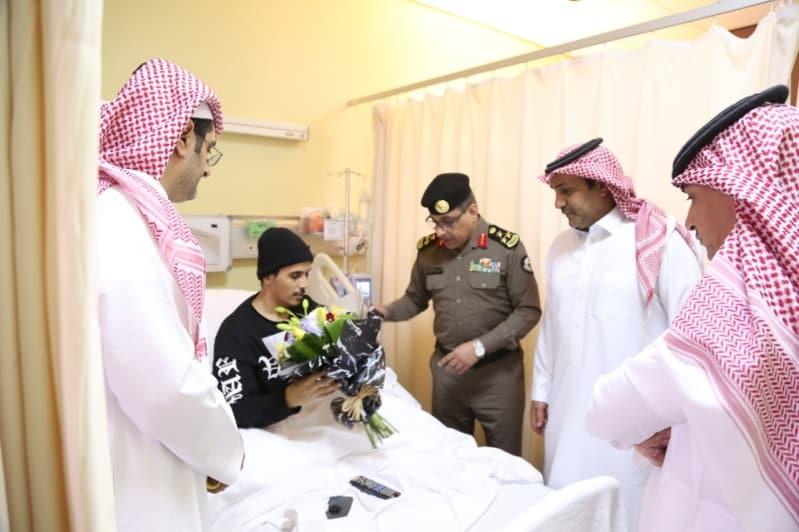 العميد الأحمدي يزور رجال الأمن العام المنومين بمستشفى قوى الأمن بالرياض