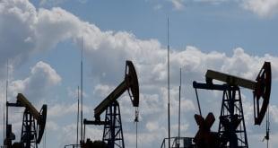 فايننشال تايمز: أولى طلقات حرب أسعار النفط وصدمة بالأسواق