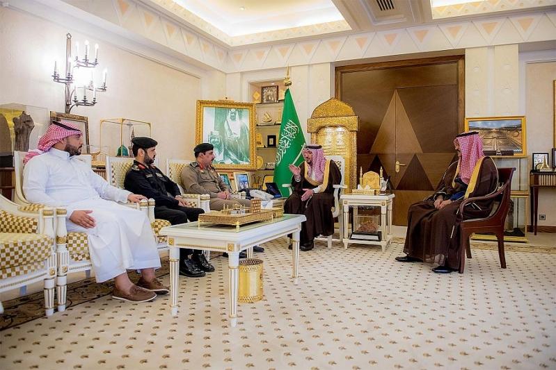 أمير القصيم يكرم المواطن صالح أبا الخيل لجهوده وتعاونه مع الجهات الأمنية