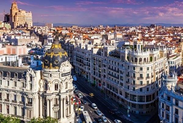 مهلة 72 ساعة للمواطنين في إسبانيا للعودة إلى المملكة