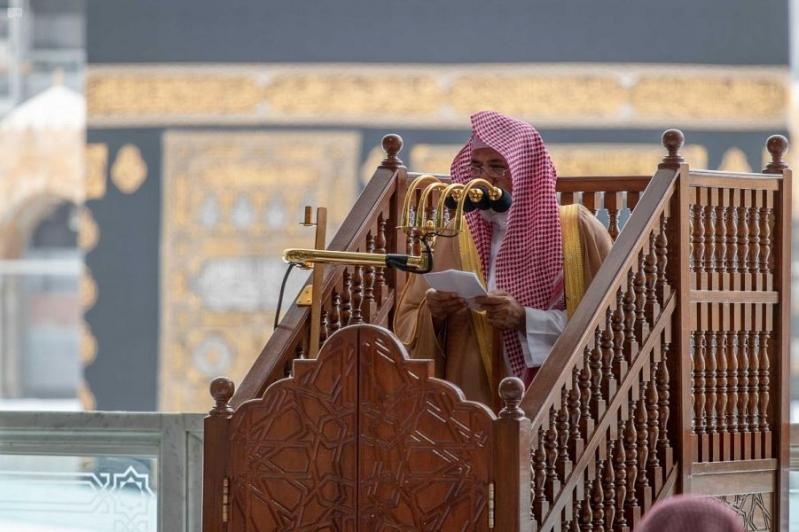 فيديو.. إمام الحرم المكي يستنكر التباهي واستعراض الثروات أمام الفقراء