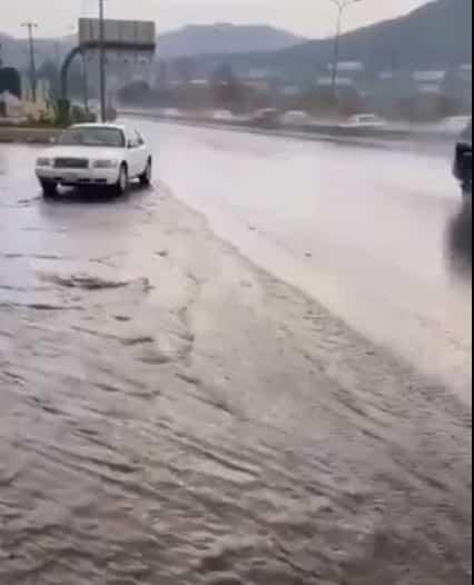 مدني مكة يحذر من جريان السيول وتساقط البرد على الطائف وميسان والعرضيات
