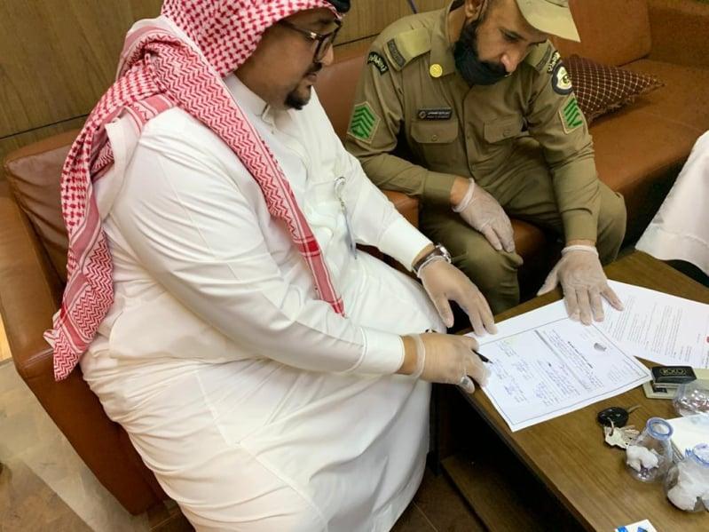 بكمين محكم .. ضبط المغالين بأسعار الكمامات والمعقمات في الرياض - المواطن