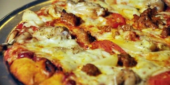 صورة عامل توصيل بيتزا يحصل على إكرامية 12 ألف دولار