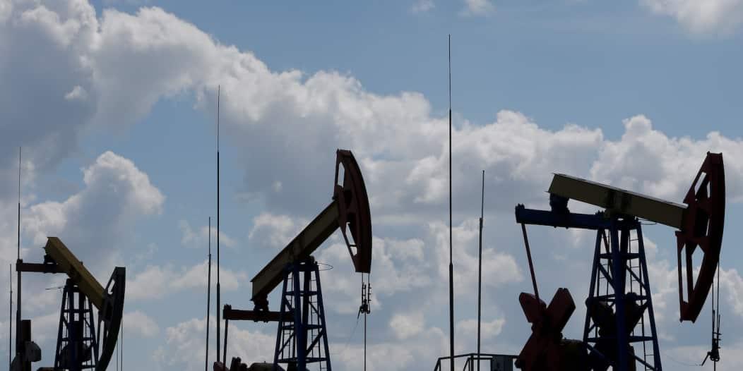 أسعار النفط تسجل أدنى مستوياتها منذ 17 عامًا