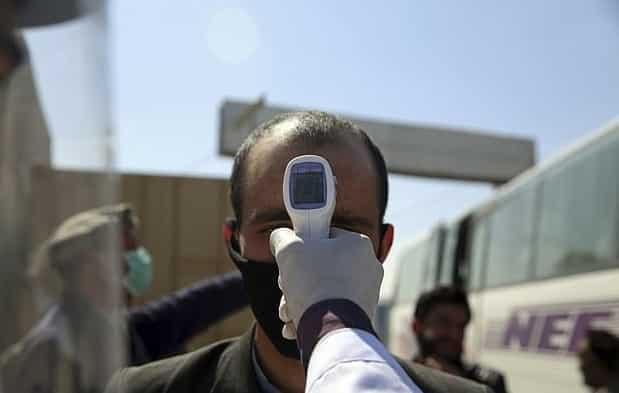 طالبان تتعهد بعدم قتل الأطباء بسبب الخوف من كورونا!